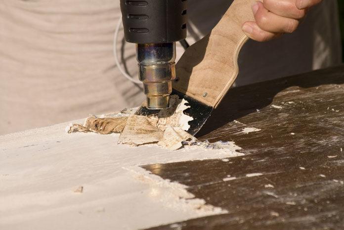 Jak usunąć starą farbę ze ściany? Jest kilka rozwiązań – poznaj ich wady i zalety