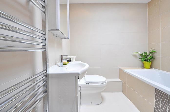 Ceramika sanitarna i elegancka aranżacja łazienki
