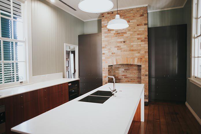 Kuchnia w stylu rustykalnym przepełniona ciepłem