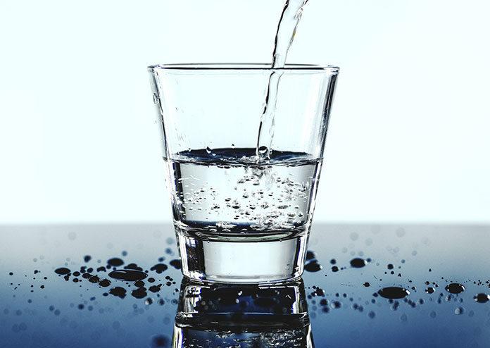 Uzdatnianie i filtrowanie wody w domu – jaki filtr do wody wybrać?