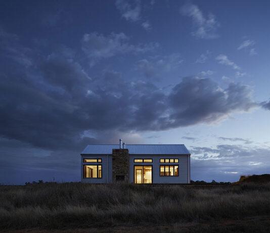 Czy trudno jest znaleźć projekty domów na wąską działkę