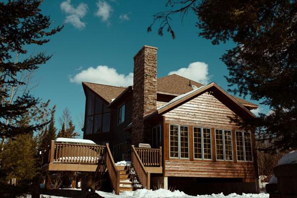 Jakie drewno wybrać do budowy domu
