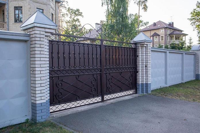 Czego warto używać do konstrukcji bram